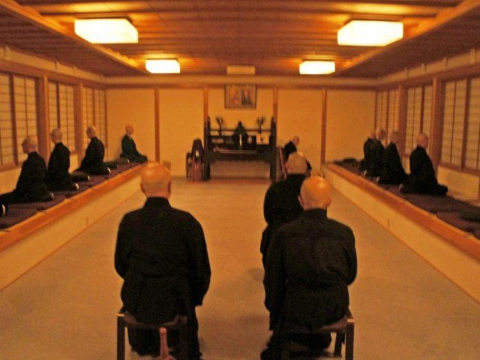 ネコ寺は修行僧の寺!御誕生寺で本格修行に挑戦
