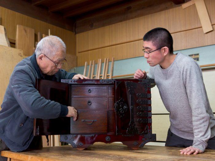 箪笥職人が直接レクチャー!越前箪笥のルーツと今に迫る旅